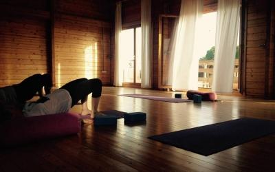 9 pies yoga